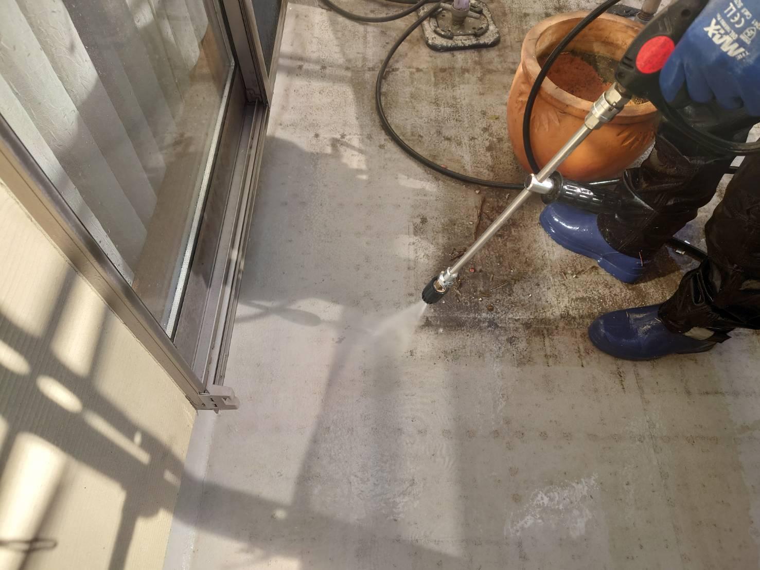 ベランダ床の高圧洗浄の画像