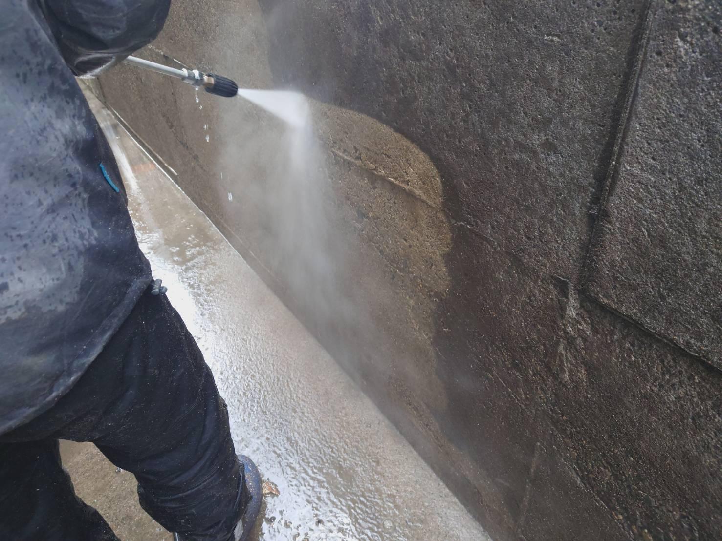 塀の高圧洗浄の画像